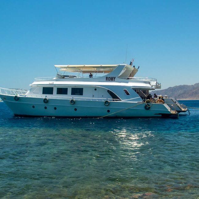 Gabr El Bint Boat Trip with H2O Divers Dahab